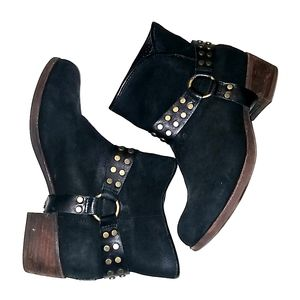 Black ugg ankle bootie western style
